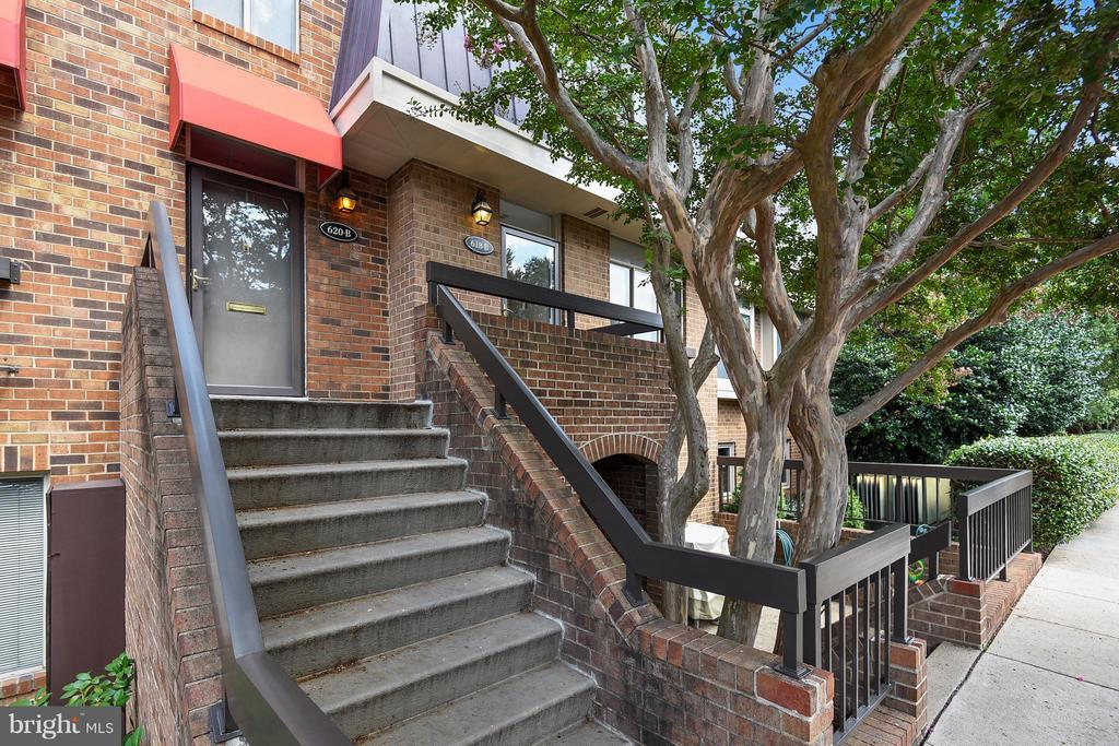 618-B 15th St S, Arlington, VA 22202
