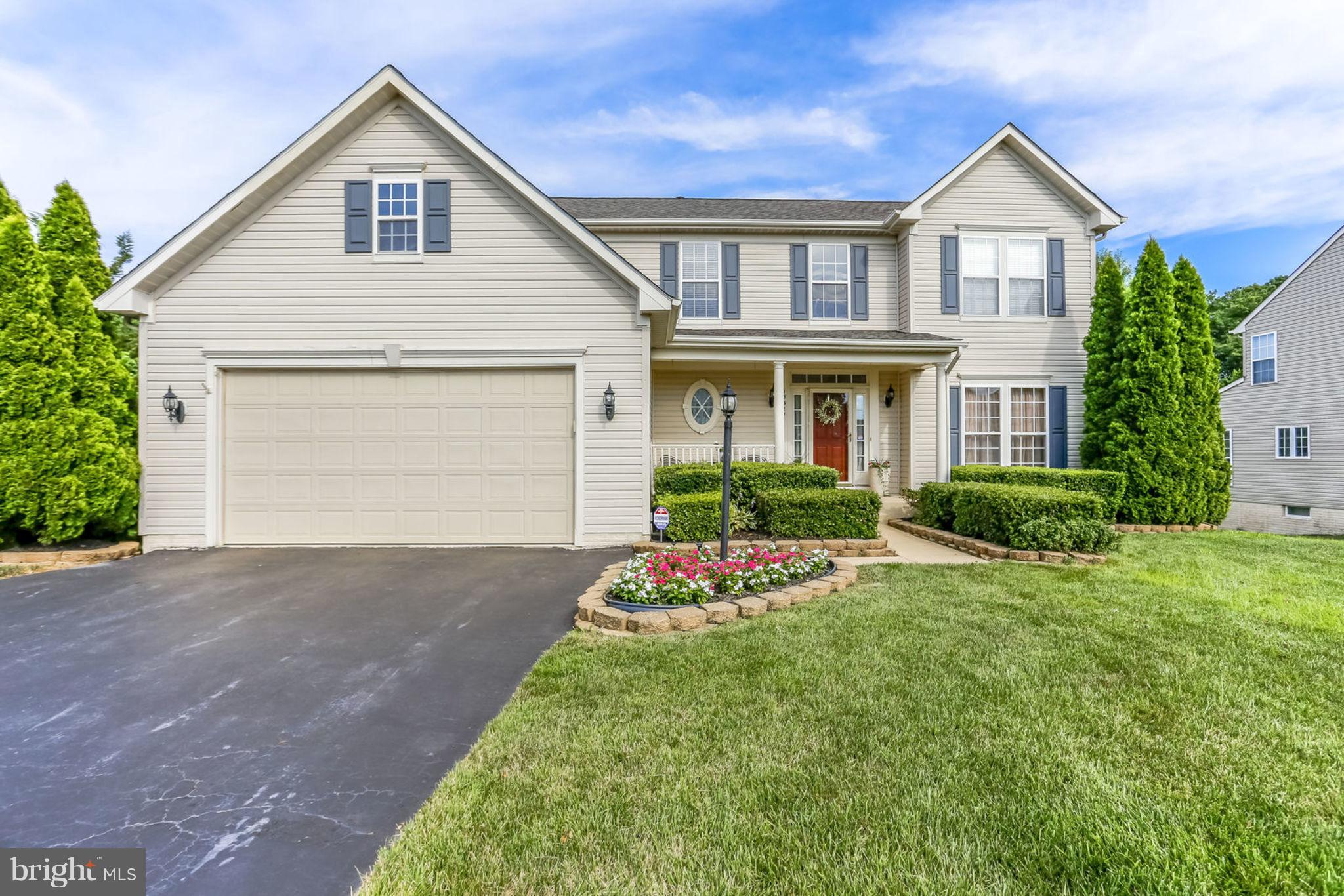 VERY MOTIVATED SELLER * 2% CLOSING COST W/FULL PRICE OFFER  * HALF ACRE CORNER FENCED LOT * 4 BEDS UPPER LVL * UPGRADED APPLIANCES * LARGE KITCHEN W/ISLAND & GRANITE * BREAKFAST RM * OFFICE/LIBRARY * FAM RM W/FIREPLACE * WALK OUT FIN BASEMENT, FULL BATH, REC ROOM & HUGE STORAGE & GUEST RM * NEW AC 2017 * NEW ROOF 2018 * UPDATED BATHROOMS * 2 STORY FOYER * DECK W/RETRACTABLE AWNING * SPRINKLER SYS