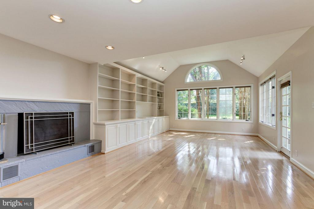 3610 East West Hwy, Chevy Chase, MD 20815