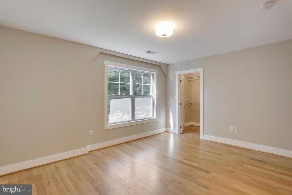 3816 Inverness Dr, Chevy Chase, MD 20815