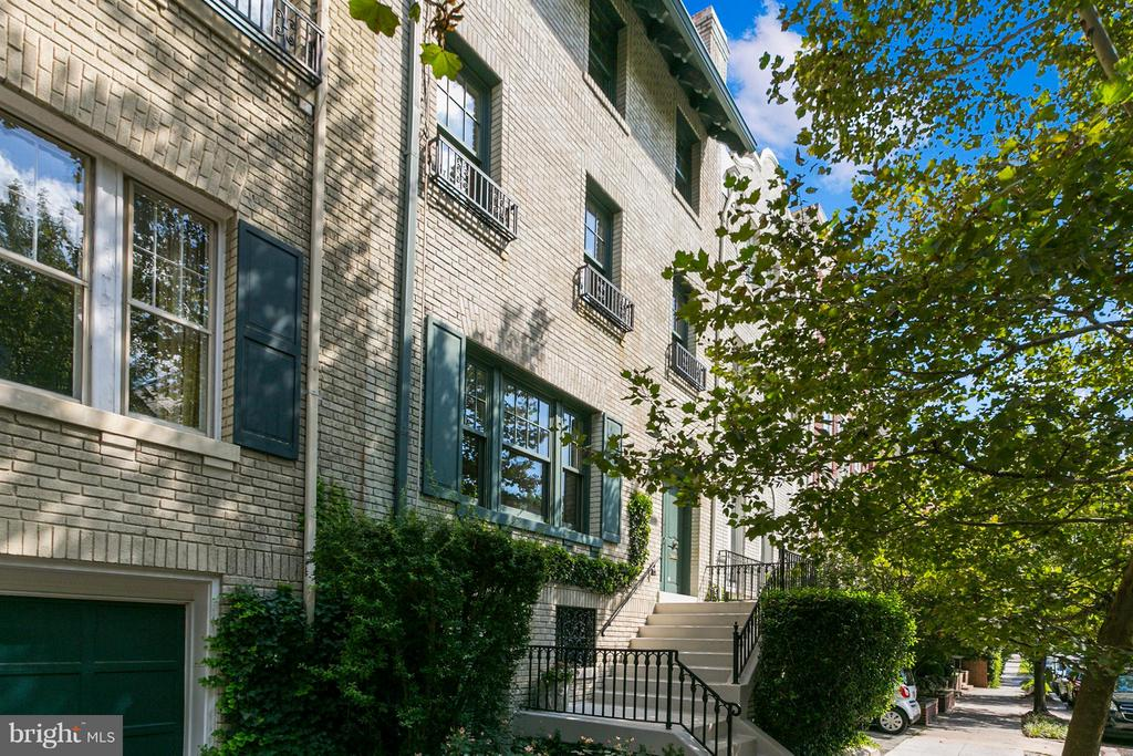 Rare opportunity in Kalorama. This elegant townhouse is on the market for the first time in over 50 years. It features high ceilings, period details, wood floors, beautiful moldings, 5 bedrooms, a spacious lower level, and a lovely manicured garden and rear terrace.
