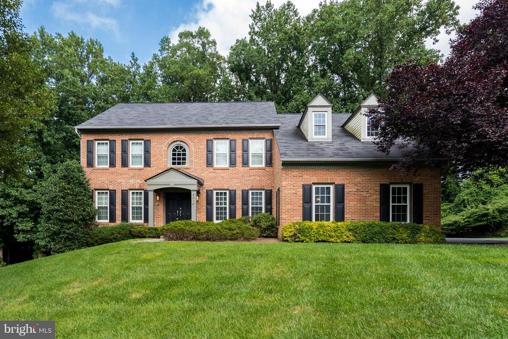 """Grand brick colonial situated on a private cul-de-sac with a huge 3 car side-load garage. This beautiful house features a 2 story foyer, 8 Bedrooms. 4.5 Bathrooms, formal living room, formal dining room, home office and sunroom with abundant natural light. Recently renovated kitchen with brand new stainless-steel appliances and quartz counter-tops. Complete with whole home generator, as well as a ~commuter~s dream""""  (less than an hour from 3 airports, 20 mins to Tyson~s, DC & Gaithersburg."""