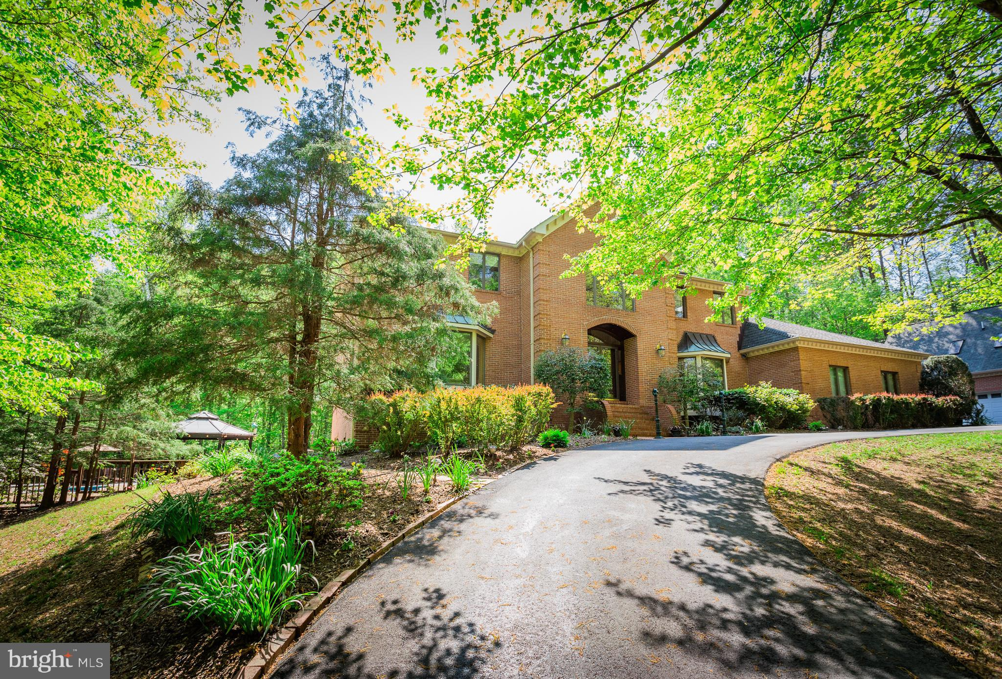 Relax, unwind & entertain w/ease! All-brick custom Colonial on 5-priv acres w/pool, decks, carriage house, 2 garages & pond view in equestrian Summerwind! Grand spacious open rooms & views w/4FPs!  Guest BR Ste main lvl! Vaulted/skylights & high end appliances  in Granite Kitchen ! Balcony, SitRm, FP in MBR! LL Entertainment w/Theatre, Gym, Aerobic Rm, Dens, FBAs & FP! Freshly  painted 8/18. NICE!