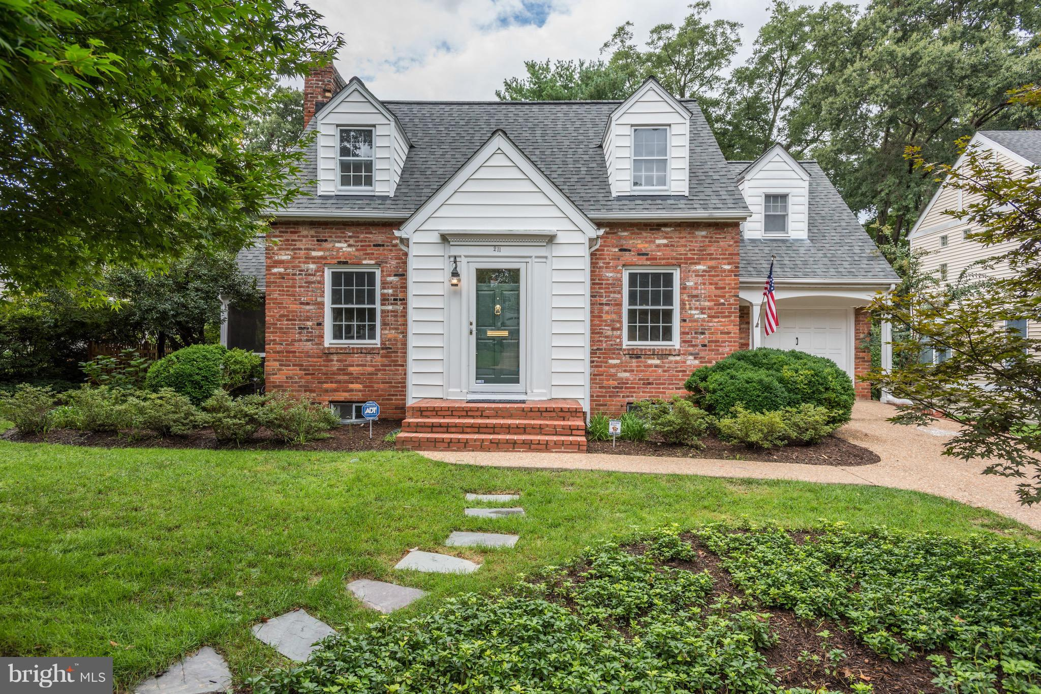4 BR, 3 BA Cape Cod on amazing lot in the heart of FC City's Broadmont!1/2 mile from EFC Metro+easy access to I-66!Formal LR w FP, formal DR, updated kitchen & family room overlooking a beautifully landscaped fully-fenced back yard.Amazing screened porch w wood floors + beadboard ceiling.4 BR + 2 BA on upper level with LL rec room,full bath+laundry+storage.Falls Church City Schools!