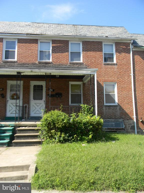 TURN-KEY 2 UNIT INVESTMENT PROPERTY - LONG TERM TENANTS (1ST FL & 2ND FL $600/MONTH). THIS PROPERTY CAN BE SOLD AS A PACKAGE DEAL WITH...210, 214, 220, 222 N. CULVER STREET. THIS PROPERTY IS ON A NICE BLOCK AND CONVENIENTLY LOCATED NEAR SCHOOLS, SHOPPING, PUBLIC TRANSPORTATION, AND MAJOR HIGHWAYS. 24 HOURS NOTICE REQUIRED!!!