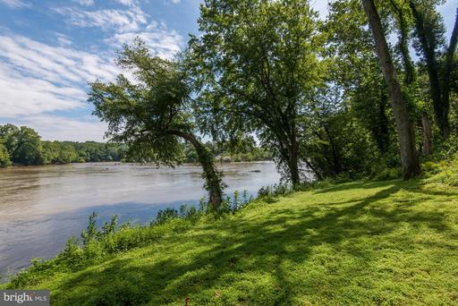 703 Potomac Knolls Dr Mclean VA 22102