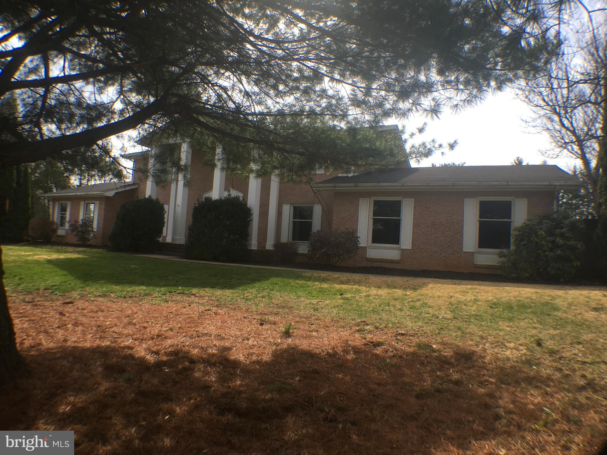 Home on approx 1.00 acre located in Briarwood.  Home features 4 bedroom, 2.5 bathrooms, separate dining room, family room with fireplace, kitchen with island, large sun-room with concrete patio outside, partial basement,  mature landscaping, storage shed,