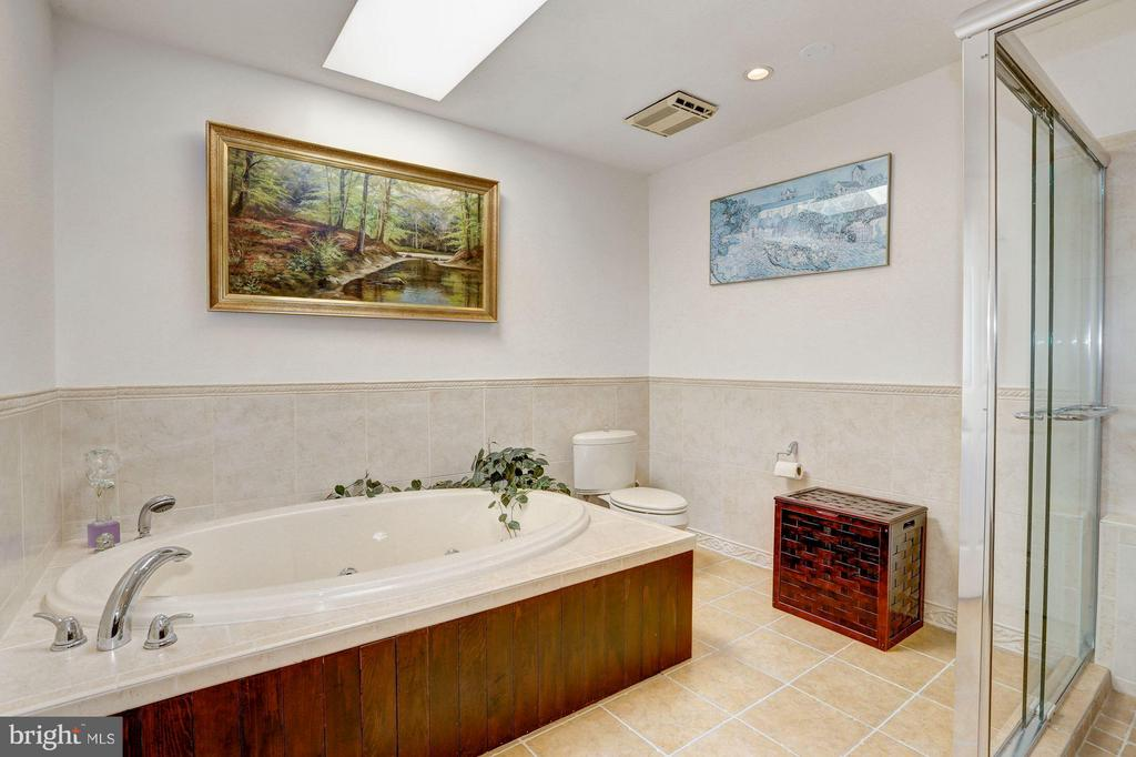 8029 Glengalen Ln, Chevy Chase, MD 20815