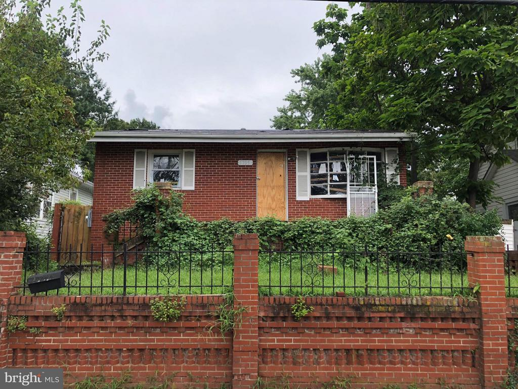 Rehab Ready! Two level fully detached home located in Capitol Heights ready for your full renovation ideas. Noworking systems. This homes is perfect for the seasoned investor or anyone looking to fully rehab a property making it their own.Sold As-IS .Highest and Best offers due 9/5/2018 by 11am.