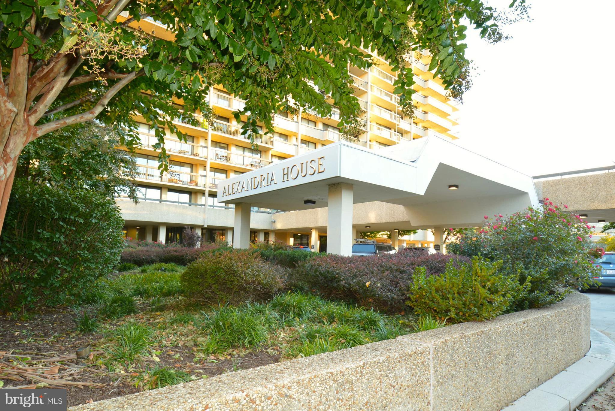 Spacious 2 bedroom, 2 bath unit w/ 2 underground parking spaces.  A very desirable condominium, Alexandria House is well  located in Old Town minutes from the Potomac waterfront, grocery stores, shops & metro. 24 hour concierge service, a swimming pool, a party room w\fantastic views & an on-site manager complete the picture. Owners are offering a third parking space for an additional $30,000.00. Lockbox at Front Desk.  .