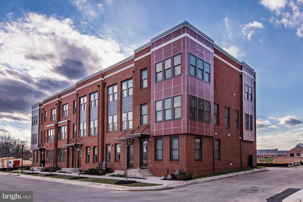 BRAND NEW 3 LEVEL TOWNHOMES IN MID-$500K. MODEL HOMES OPEN MONDAY THROUGH FRIDAY 10AM-5PM AND SATURDAY/SUNDAY 11AM-6PM