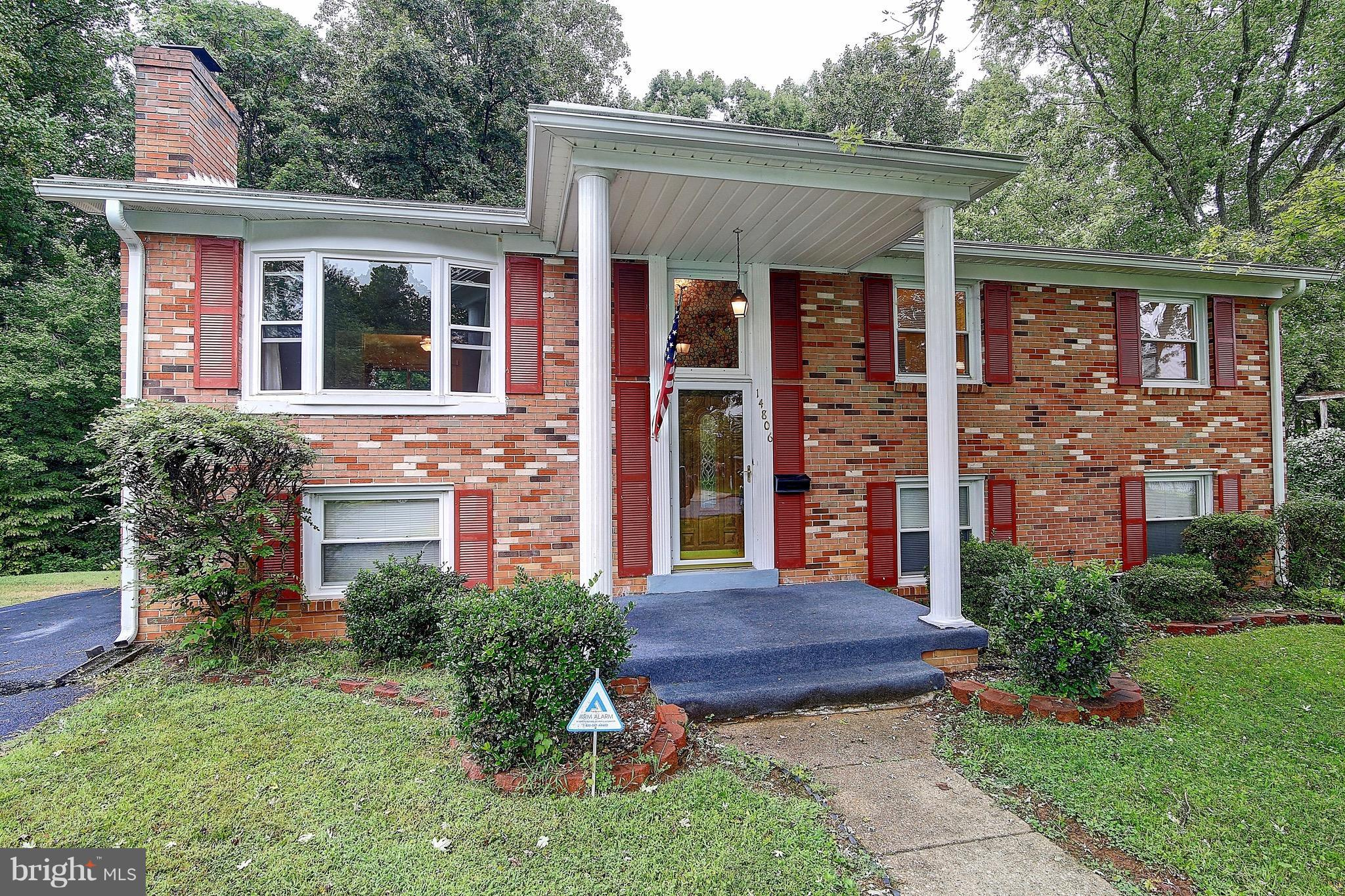 **Back On The Market, Previous Buyers Financing Fell Through,  ** Beautiful single family house on .25 acre lot. Recently updated throughout. Hardwood floors, new HVAC(2017), new electrical panel(2018), upgraded kitchen with ss appliances, granite counter tops, large tile floor. All bathrooms recently updated, large master bedroom with dual closets. Two storage sheds on large yard with privacy, backing to woods. Extended driveway. No HOA!