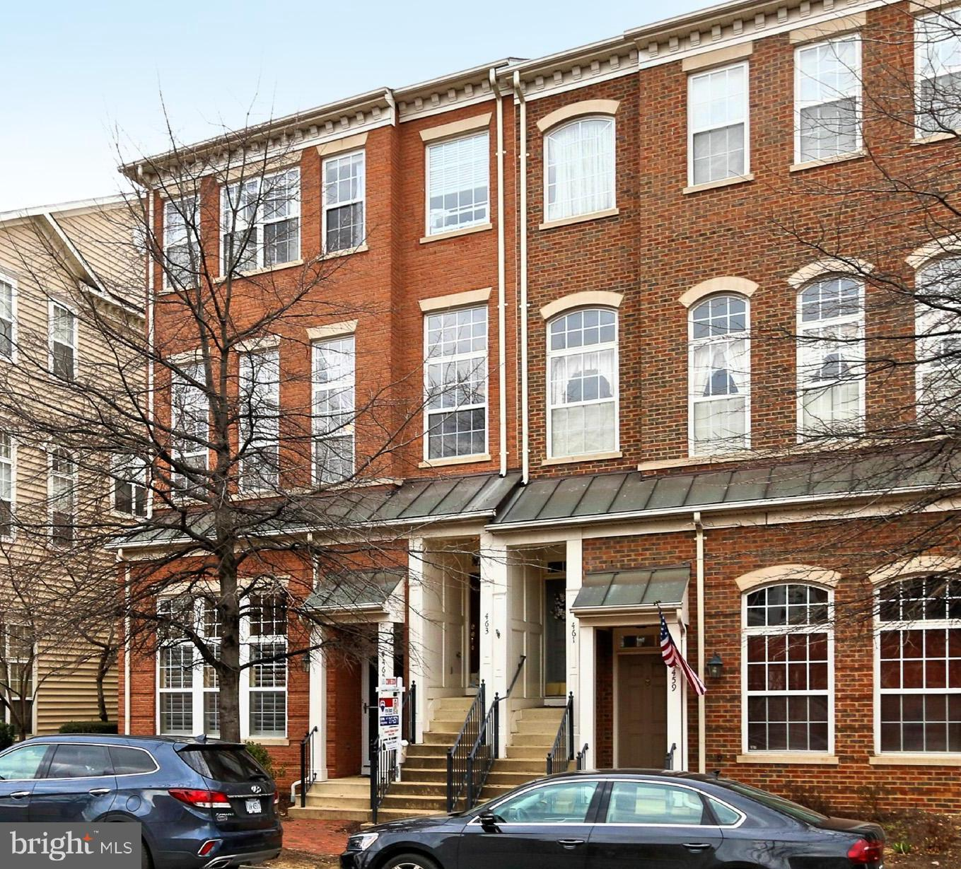 Sun filled end unit ARLINGTON model featuring hardwoods, NEW upgraded carpeting, fresh paints, NEW HVAC, NEW SS appliances, NEW granite countertops, gas cooking (!), custom mirror frames & light fixtures in baths, recently replaced DURADEK balcony. Spacious and open main level floor plan with split living/dining room. Windows galore for maximum light. One car garage & reserved parking.