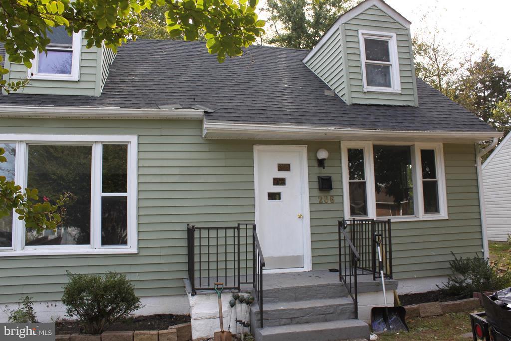 206 COAKLEY STREET, FREDERICKSBURG, VA 22401