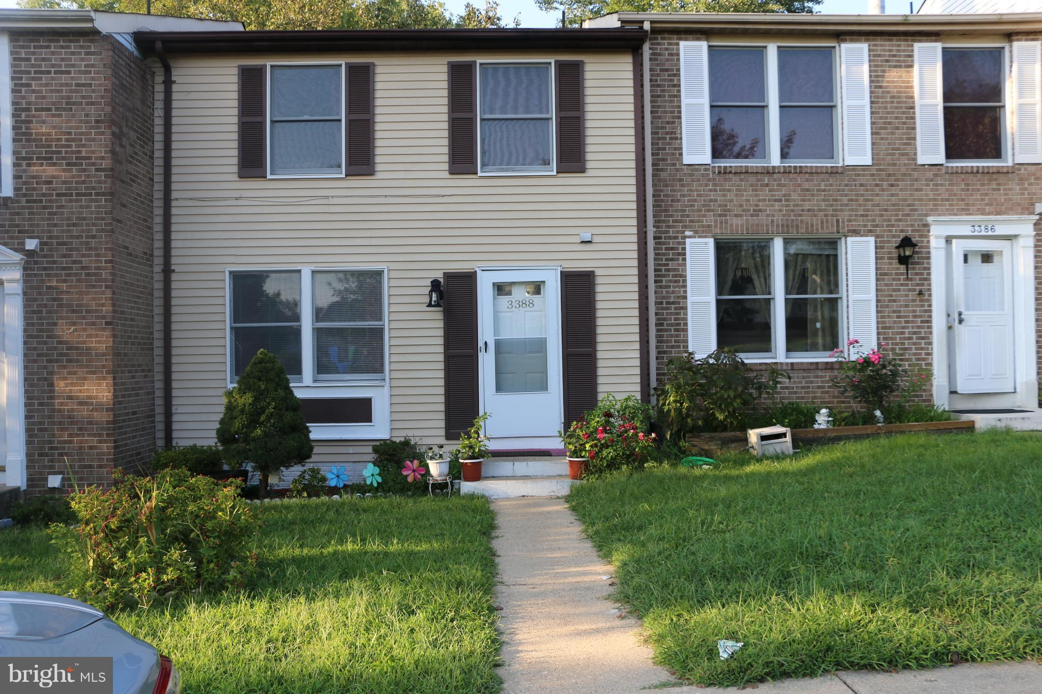 **3 level nice townhouse with 3 bedrooms and 2 full 2 half bath, **First floor nice hardwood floor, separate dining room** Walk up to nice and private fully fenced back yard*** Sellers have to find a choice of house, but very serious and motivated. close to PW County Parkway and 95. Close to Potomac Mills and lots of shops and restaurants. Call Owner to Show and bring offer