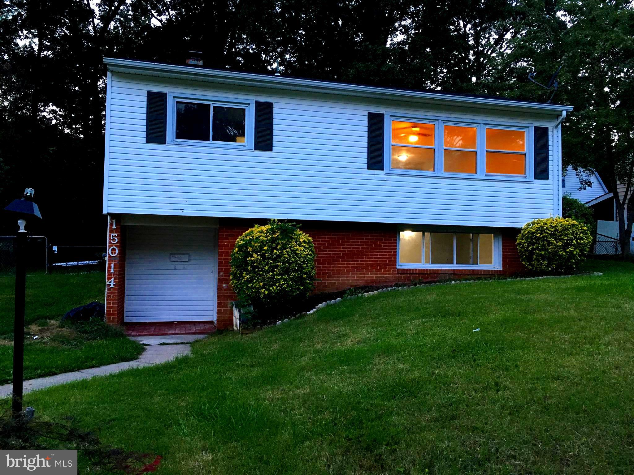 Beautifully renovated 4 Bed 2 full bath single home, all ceramic tile, modern living/dining /kitchen gourmet combo. Granite, stainless steel app.