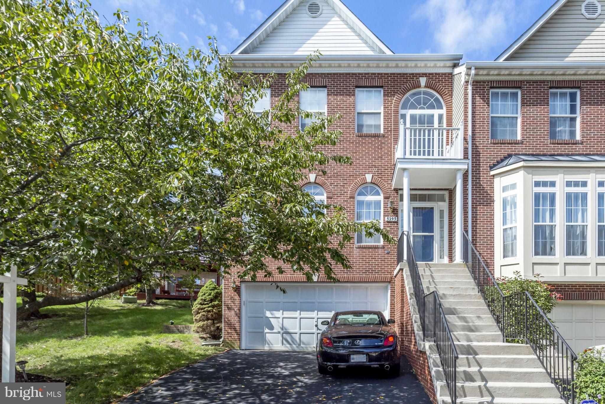 Luxurious 4-Level, 2-Sides Brick End-Unit! Features Hardwood Floors, Spacious Eat-In Kitchen w/ 20 Ft. Ceilings & Granite counters, Extra Windows, 42-Inch Cabinets, Recessed Lighting & W/O To Deck & Fenced Rear Yard. Master Suite w/ Double Vaulted Ceiling, Step-Down Sitting Area/Den & Spa-like Master Bath w/ Soaking Tub & Sep Shower. Walk out Lower Level Rec Rm w/ fireplace OR use as 3rd bedroom