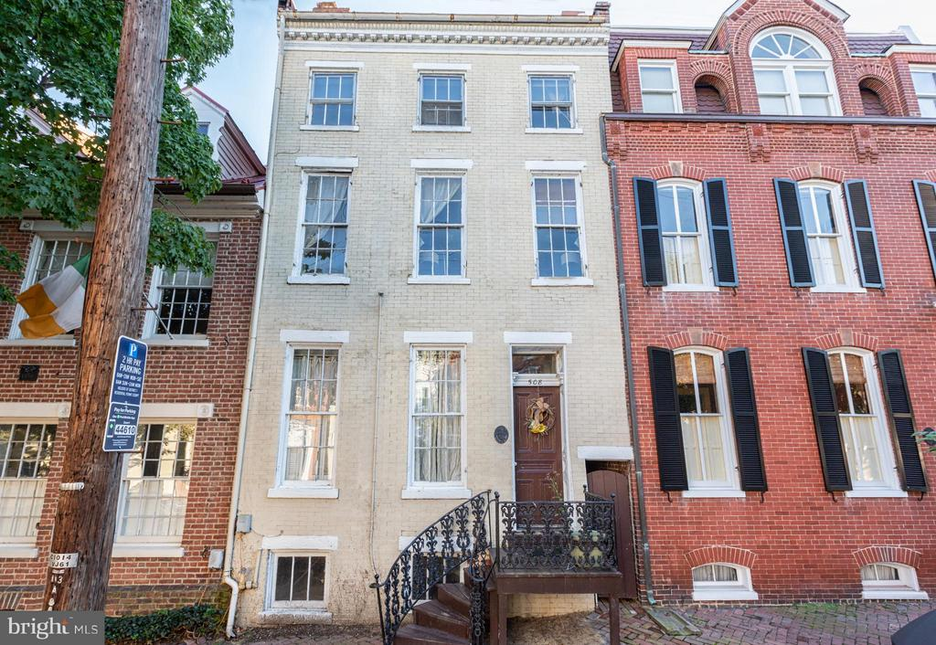 Rare opportunity to either revert this existing 5 unit rental apartment building back to an historic residence or convert to condominium building. Located on iconic Prince Street, it has 3,676 finished square feet plus an additional 846 unfinished basement space that can be finished.  All brick, easy street parking, and alley access.