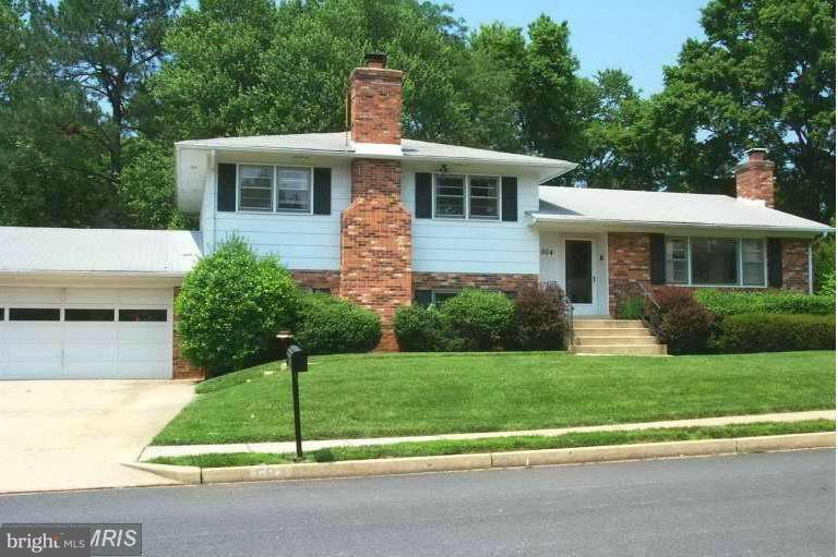 BRIGHT & SPACIOUS 4 LEVEL HOME, NEW KITCHEN CABINET & COUNTER, 4BR, 3BA, 2CAR GAR, 2 FPS, HARDWOOD FLRS ON MAIN & UPPER LVLS, EAT-IN KITCHEN WALK-OUT TO PATIO.  CERAMIC TILE FLOOR IN KITCHEN. LOTS OF STORAGE. SUPER LOCATION: MINS TO VIENNA DOWNTOWN, TYSONS & MAJOR ROUTES. LEASE W/OPTION TO BUY.  HVAC: 2015