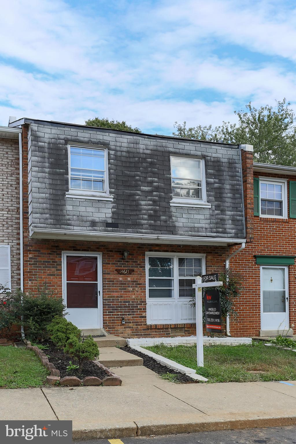 Great brick townhome. 3 bedrooms, 1.5 bathrooms. New HVAC, new water heater, new windows and doors. Wooden floors, new carpet, quartz countertop, updated bathrooms and many more updates. 5 min to Rt 95.