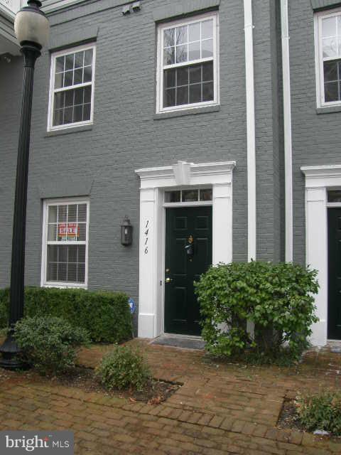 1416 Roundhouse Ln, Alexandria, VA 22314