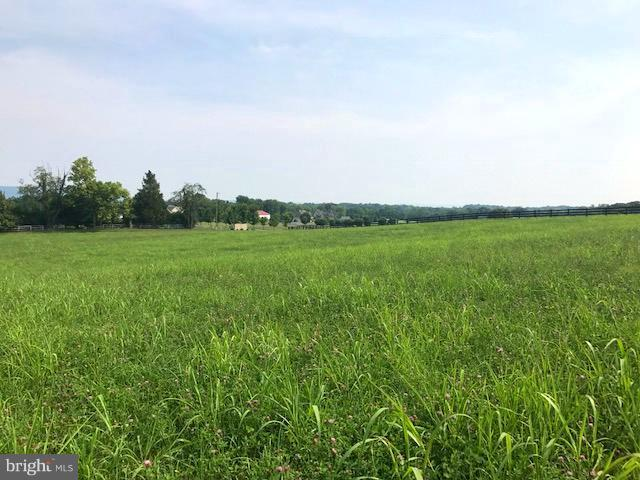 This lot sits high with a winter view of the mountains. Located in an estate neighborhood where horses are allowed! Only 7 minutes from Shepherdstown.