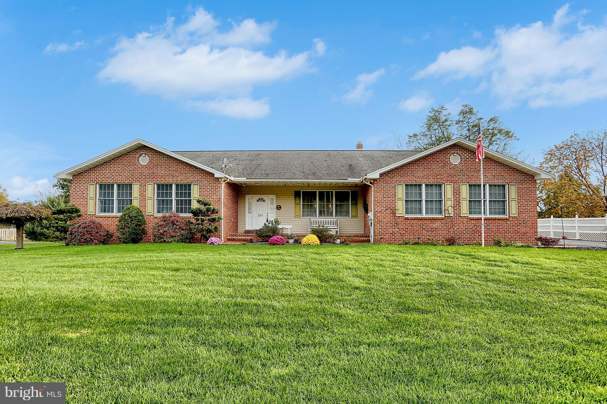 201 W SPRINGVILLE ROAD, BOILING SPRINGS, PA 17007