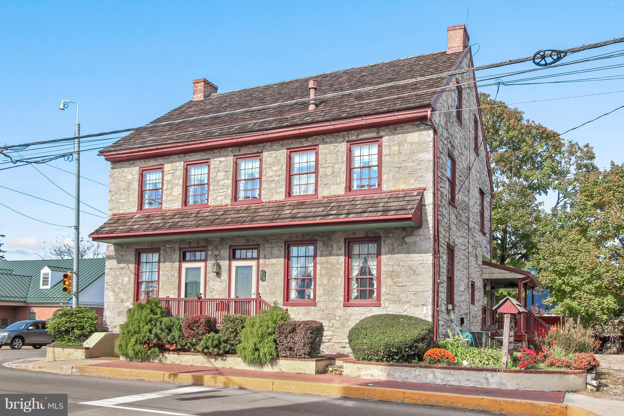 285 W MAIN STREET, NEW HOLLAND, PA 17557