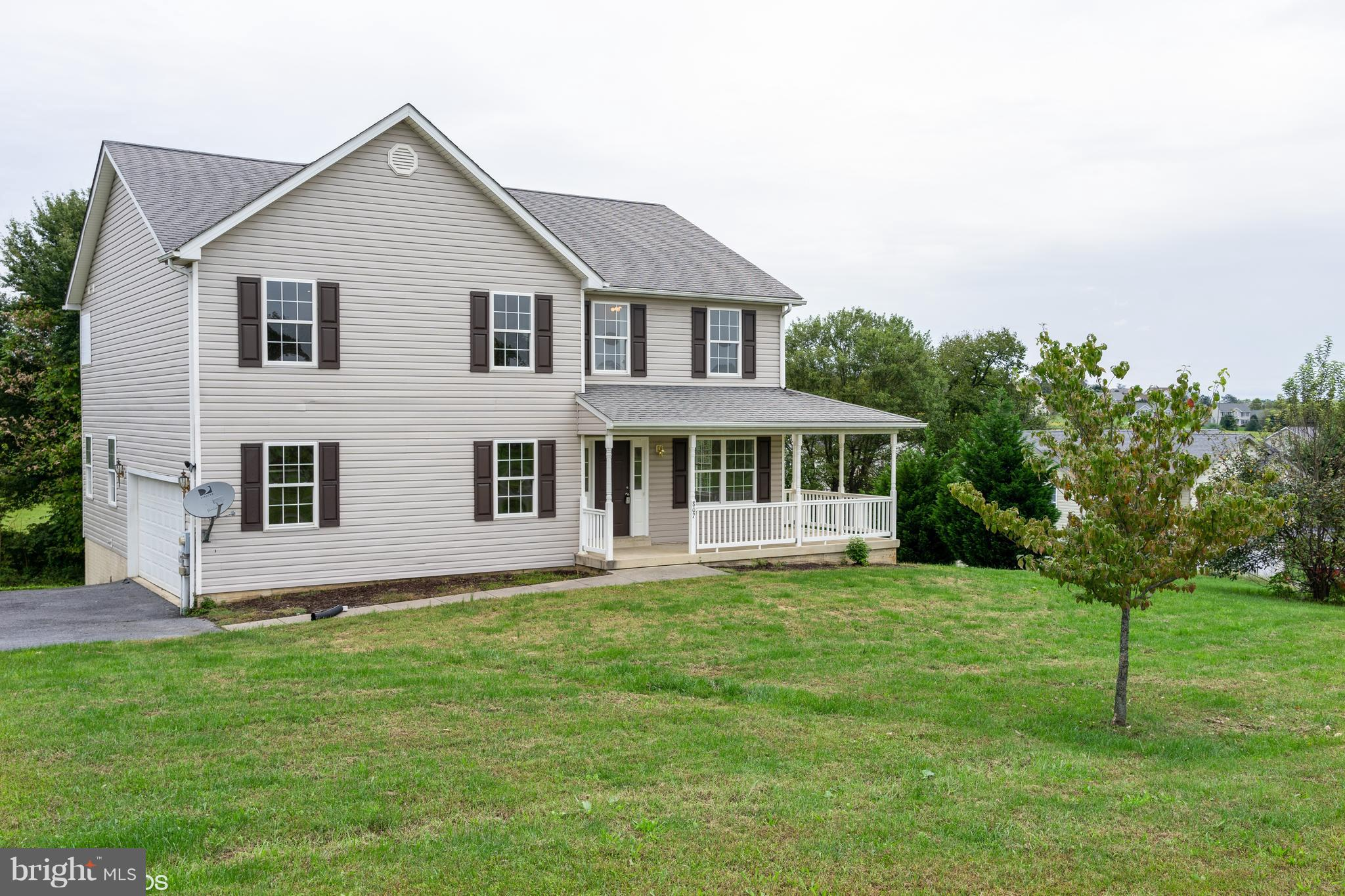 Wonderful 4BR 3.5BA colonial home on aprox. .74 acres with fair distance between neighbors, mountain views and some wooded areas. Interior of home sports a open concept kitchen with a open view to the living room for entertaining.  Fresh paint, new floors and appliances.