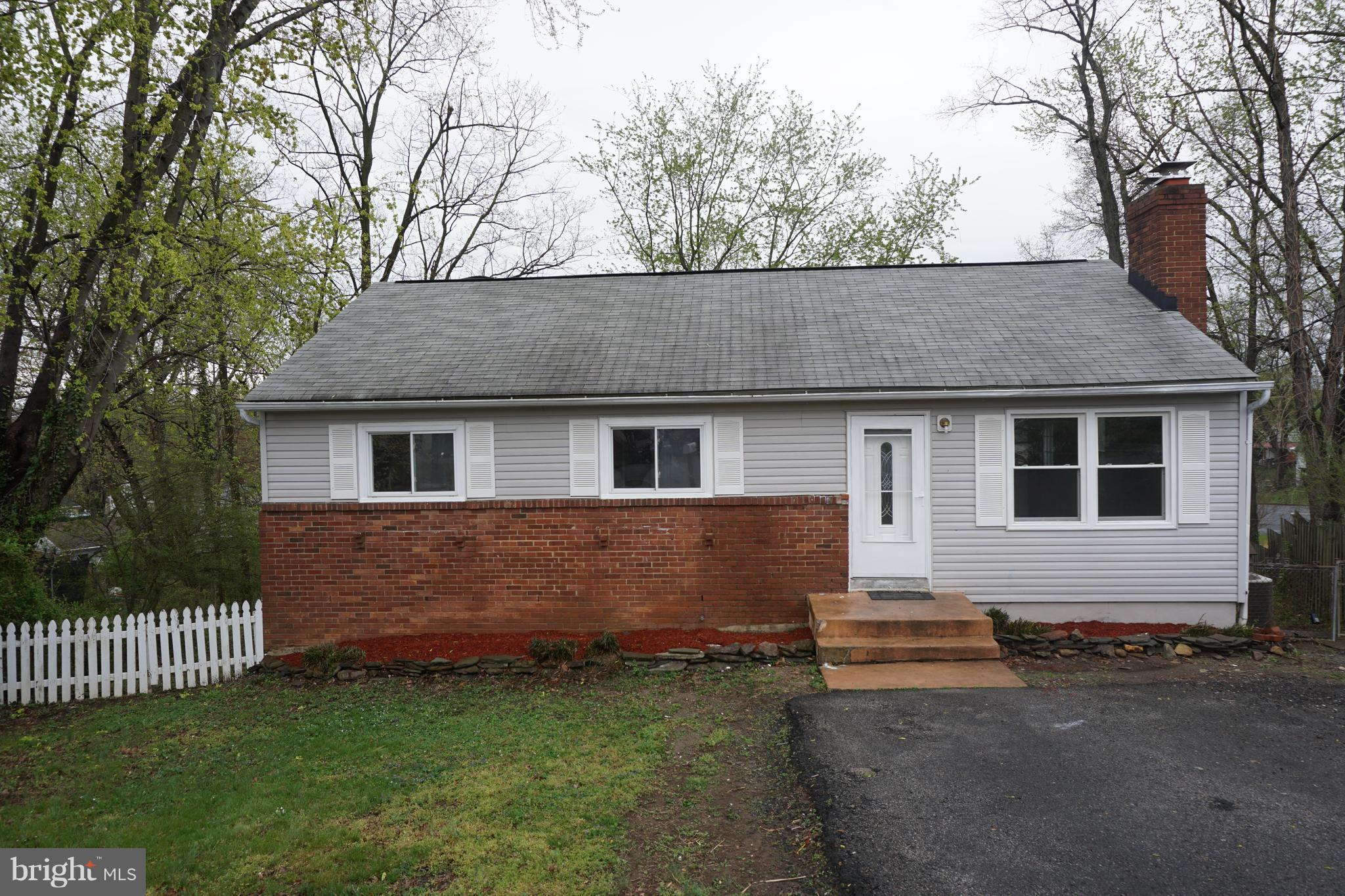 PRICE REDUCED !!!Well-maintained house in the heart of Woodbridge. Close to commuter parking and also stores.House is selling as is. Please schedule online ...