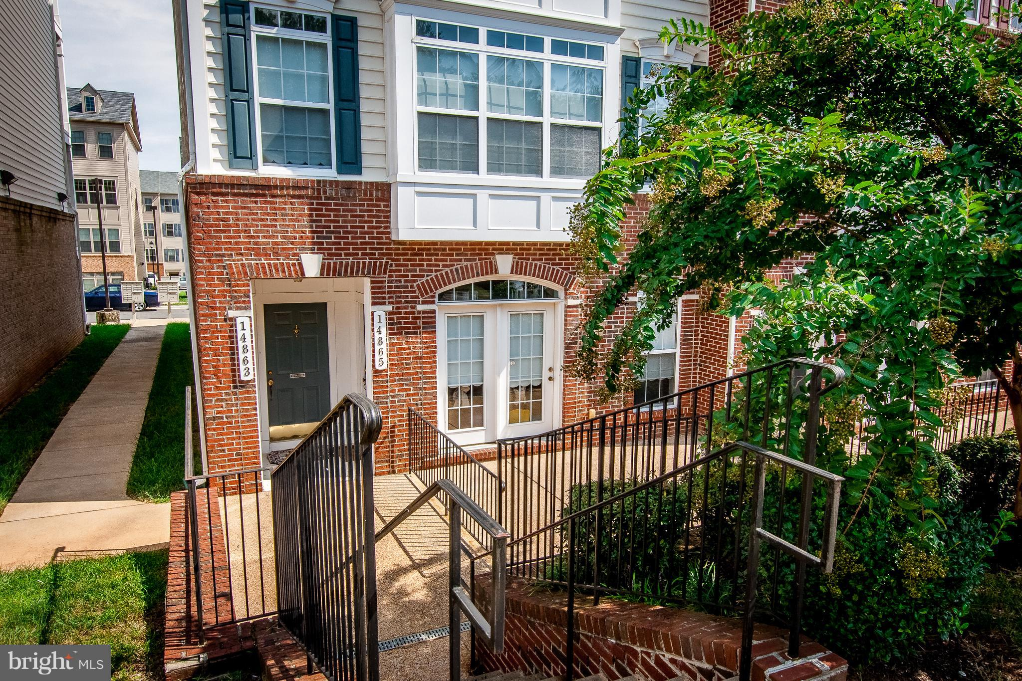 2 level condo living with 1 car garage, huge balcony, 2~ bathrooms, living room (L/L) AND family room (U/L). Street parking right out in front of entrance door. Approx. 5 minutes to I-95. Large master bedroom and bath with soaking tub. Low condo fees.