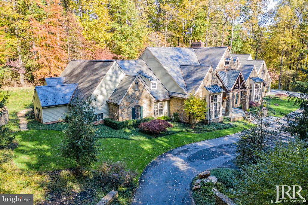 SECLUDED MASTERPIECE W/ DISTINCTIVE ARCHITECTURAL DESIGN ON THE GROUNDS OF THE PRESTIGIOUS CAVES VALLEY GOLF CLUB. ENTERTAINERS PARADISE. 2-STORY GRAND ENTRY. AFRICAN MAKORE WOOD ADORNS THE WALLS -FOYER, LR, & DR. RADIANT HEATED FLOORS, GOURMET KITCHEN, MASTER STE -HIS/HER LUXE BATHS & CLOSETS. 3 SEASON PORCH, STONE LOGGIA, BLUESTONE PATIO, WATERFALL. IN-LAW STE W/ KITCHEN. WALKABLE TO CLUBHOUSE.