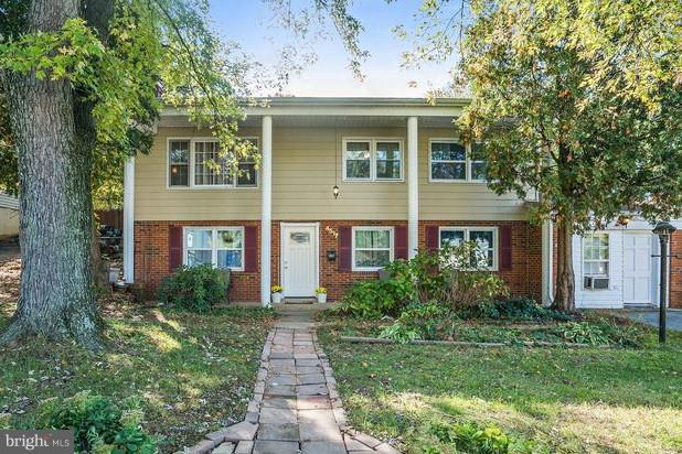 5 BR, 4 Full Baths & Large flat backyard, great for a Botanical Garden!Downstairs is a cozy fireplace and second kitchenette. It can be used for a Tenant or inlaw suite. No HOA! Minutes to VRE, commuter lots, I-95, etc. Ready to move in!