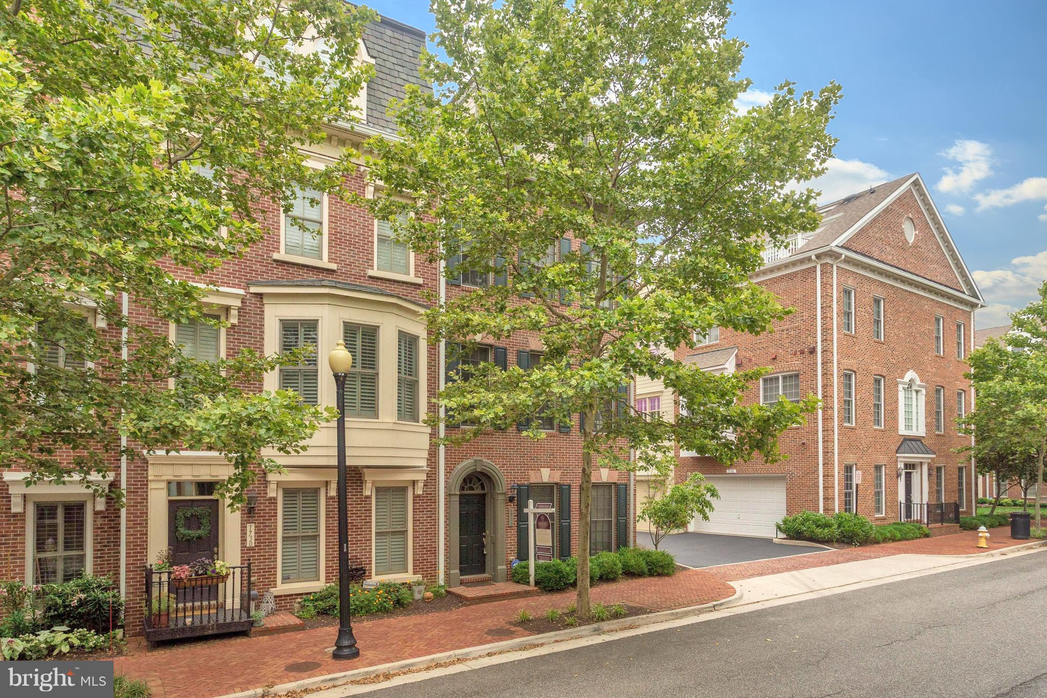 Minutes to National Landing and new Amazon HQ.  Thriving neighborhood punctuated by locally owned restaurants and shops, yet just minutes away from Potomac Yard Center, Braddock Rd metro, shopping & dining. End unit with space & light. Open floorplan w/hardwoods on main & bedroom levels. Chef~s kitchen, lux, owner~s suite w/elfa closet, dual vanity, soaking tub. Rooftop terrace! Community offers pool, exercise room, tot lot & shuttle to metro.