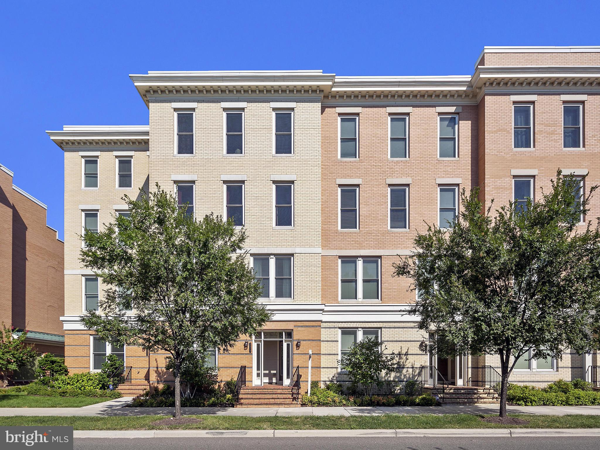 Spacious 2-story, upper level, 2881 sq ft Potomac Yard condo. Bright 3-bedroom, 2.5-bathroom features an open floor plan and modern finishes including gorgeous, dark hardwoods; upgraded kitchen w breakfast nook; high ceilings; balcony; den; 2-sided fireplace and 1-car attached garage. An active lifestyle awaits: only blocks to Del Ray, tennis/basketball courts, playgrounds, jogging/biking trails.