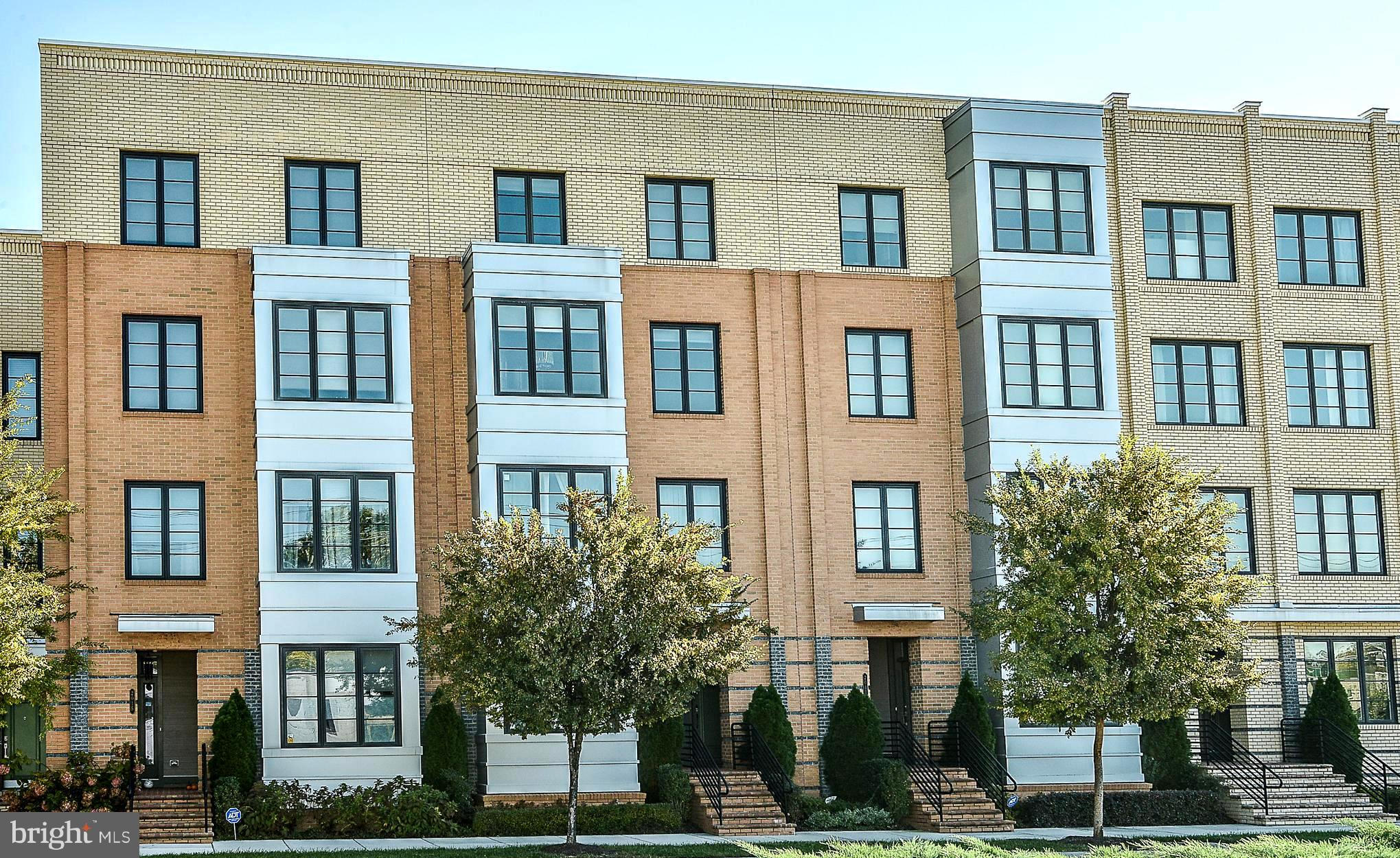 *Extraordinary Townhome w/ $100,000 in builder upgrades & another $60,000 in last 2 years*Largest model by Pulte-this is the one you have been waiting for!Dramatic stacked stone wall, Hand-scraped hdwd flrs on 2 lvls,Spa-bath w/ multi-head shower system,bedroom lvl laundry,freshly painted,Open concept Kitchen w/ Quartz countertops,recessed panel cabs & SS Appls flows into Fam Rm w/ gas FP & more!