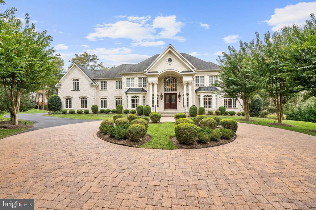 Magnificent col. sits high on 2+ wooded acres.Shows like new.6 bdrms.7 full baths. Brziln. cherry hrdwd. and ceramic tile flrs. Spect. 2 stry marble entrance foyer w/medallion. Lrg. master suite w/sitting rm., exter. balcony, FP, & oversized closets.2nd master suite on 1st flr, LL private bedrm suite w/outside entrce. 2nd kitch. sauna, generator,4 FP, elevator, full w/o LL. Room for pool & tennis