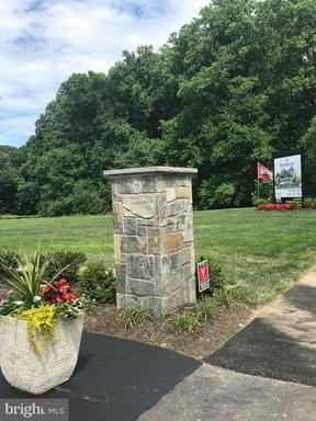 1 Forest Lake Dr Great Falls VA 22066