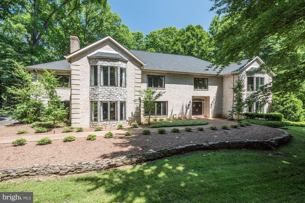 The BEST of Great Falls! Brick custom home on 5 private, green acres. Over 12,000sf of perfect, spacious living with 7BRs, 9BAs, 2-story foyer, paneled library, sunroom/office, dine-in kitch, huge family room with French doors to patio, dive POOL, SPA,screened cabana! Gorgeous owner suite with sitting room, luxe bath. Guest Apartment, entertain with pub-style bar, fitness, 4-Car Gar, security sys.