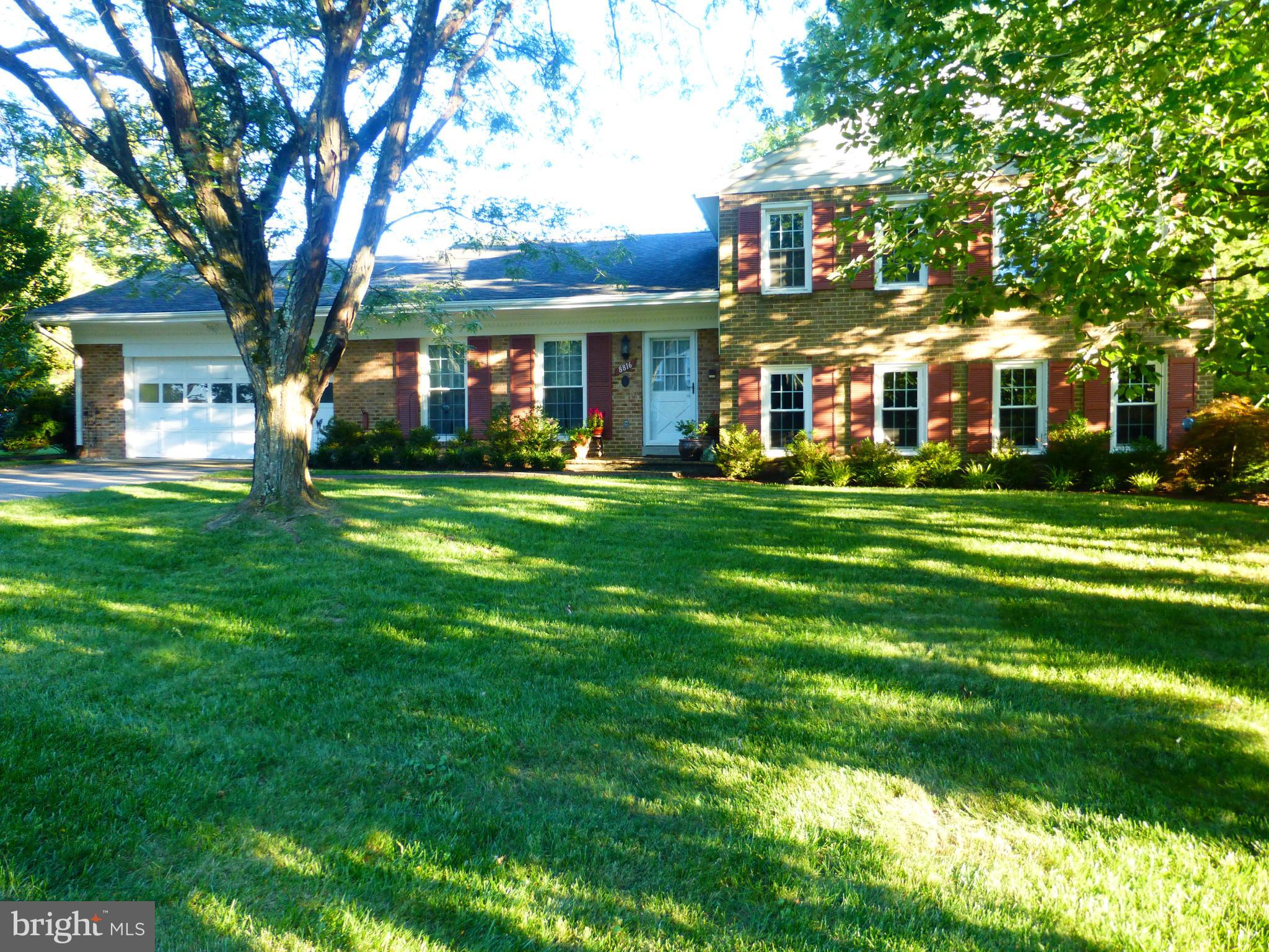 Best rental, perfect location & perfectly updated. 2 car garage, 5 bdrms, 3 full baths great yard & minutes walk to Potomac River bike path, Ft Hunt Park, elementary or middle schools. Will only consider pets on a case by case basis.Avail Jan. 6, 2019. Owner works from home occasionally, so while on Sentrilock, agents must contact List Agt.
