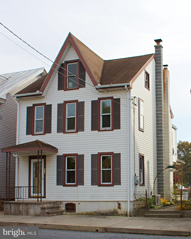 112 E MARKET STREET, JONESTOWN, PA 17038