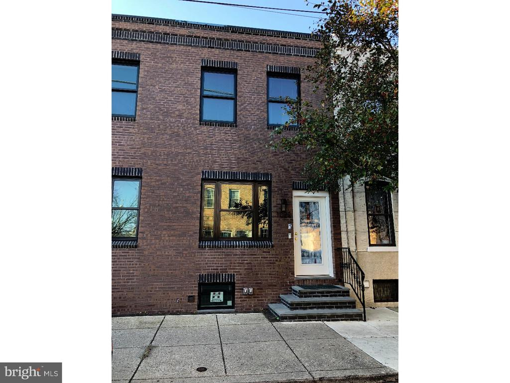 Passyunk Square pristine DUPLEX! High end and high style renovation! First floor consists of an all open and spacious studio, with incredible kitchen, and fantastic MARBLE bathroom with heated floors. Second floor consists of a sun splashed 1 bedroom with awesome kitchen, and marble bathroom with heated floors. Must see to believe renovation in the heart PASSYUNK SQUARE one of the fastest growing  areas in Philadelphia.