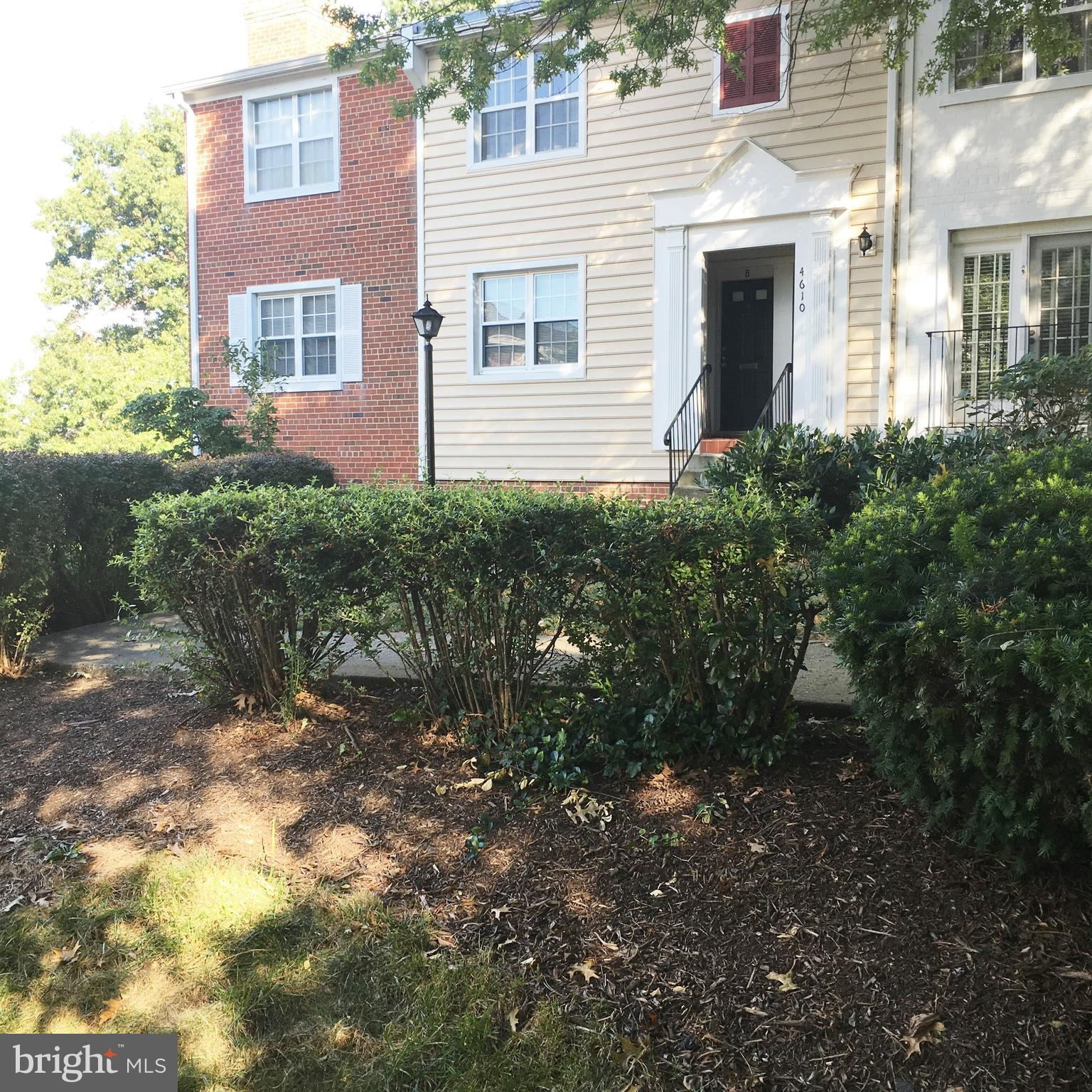 GREAT LOCATION! Nice 2BR/1BTH END UNIT (GIVING YOU THREE SIDES OF WINDOWS) with wonderful patio and elevated for privacy. Walk to Shirlington, restaurants, shopping, bike paths, dog park. Pergo floors, updated windows, appliances, and tile floors in kitchen and bath. New Mirrored Closet Doors. Short Bus Ride to PENTAGON METRO.