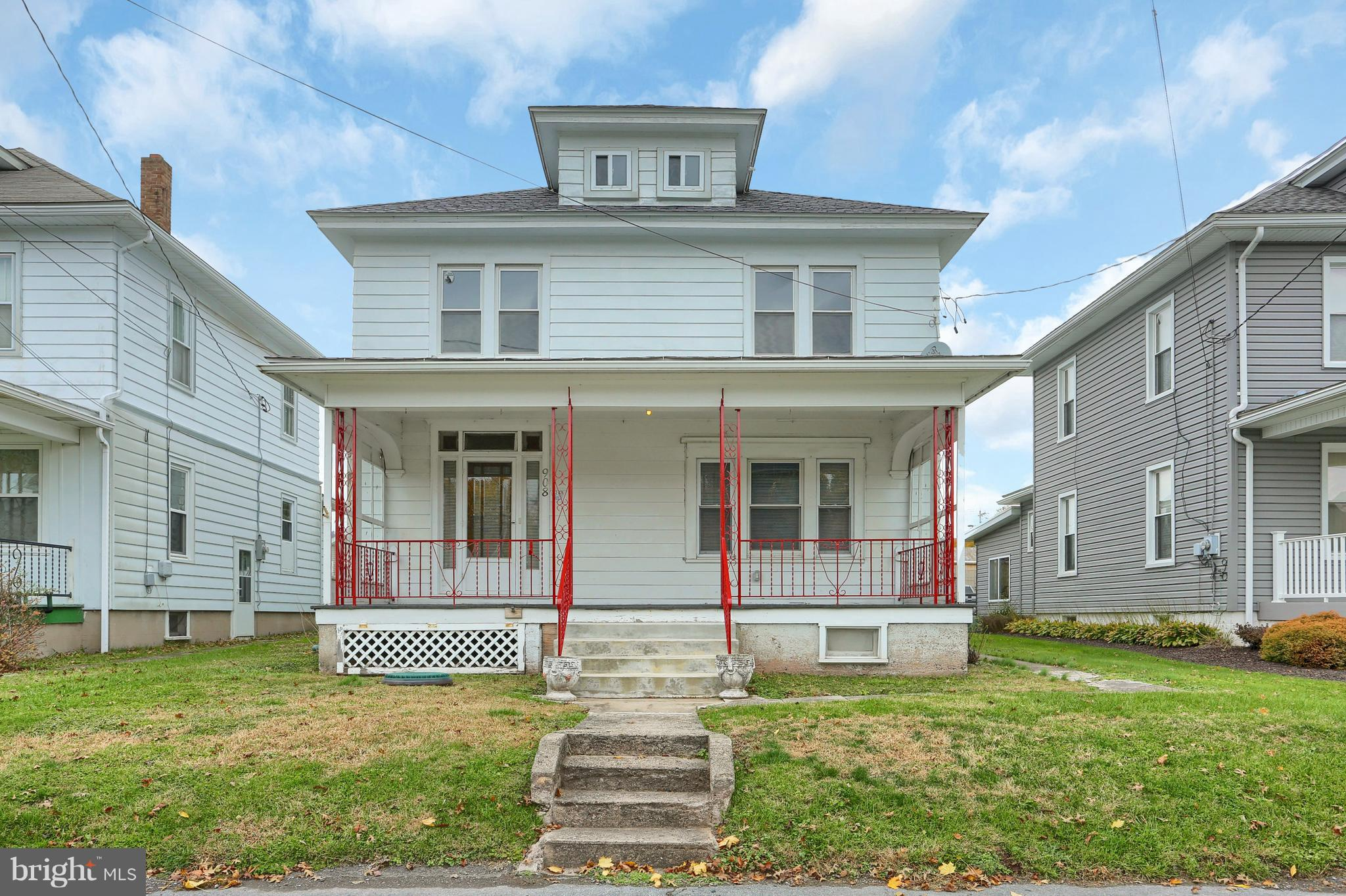908 W MAPLE STREET, VALLEY VIEW, PA 17983