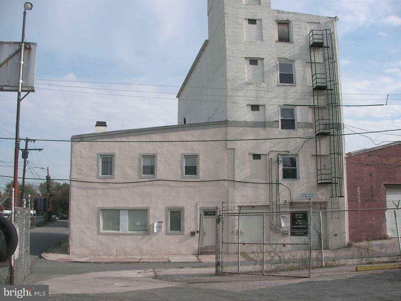 325 W LAFAYETTE STREET, NORRISTOWN, PA 19401
