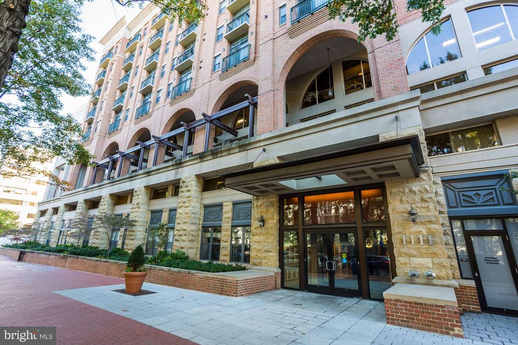 1 BR + Den. RARE UNDERGROUND PARKING. New wood floors, 24 Hour Concierge. SS Appliances, Granite Counters. Great Light. Amenities: fitness room, party rooms, onsite management, 24-hour front desk. Pets allowed. Steps to Trader Joe's. Walk to Metro, Georgetown and Foggy Bottom