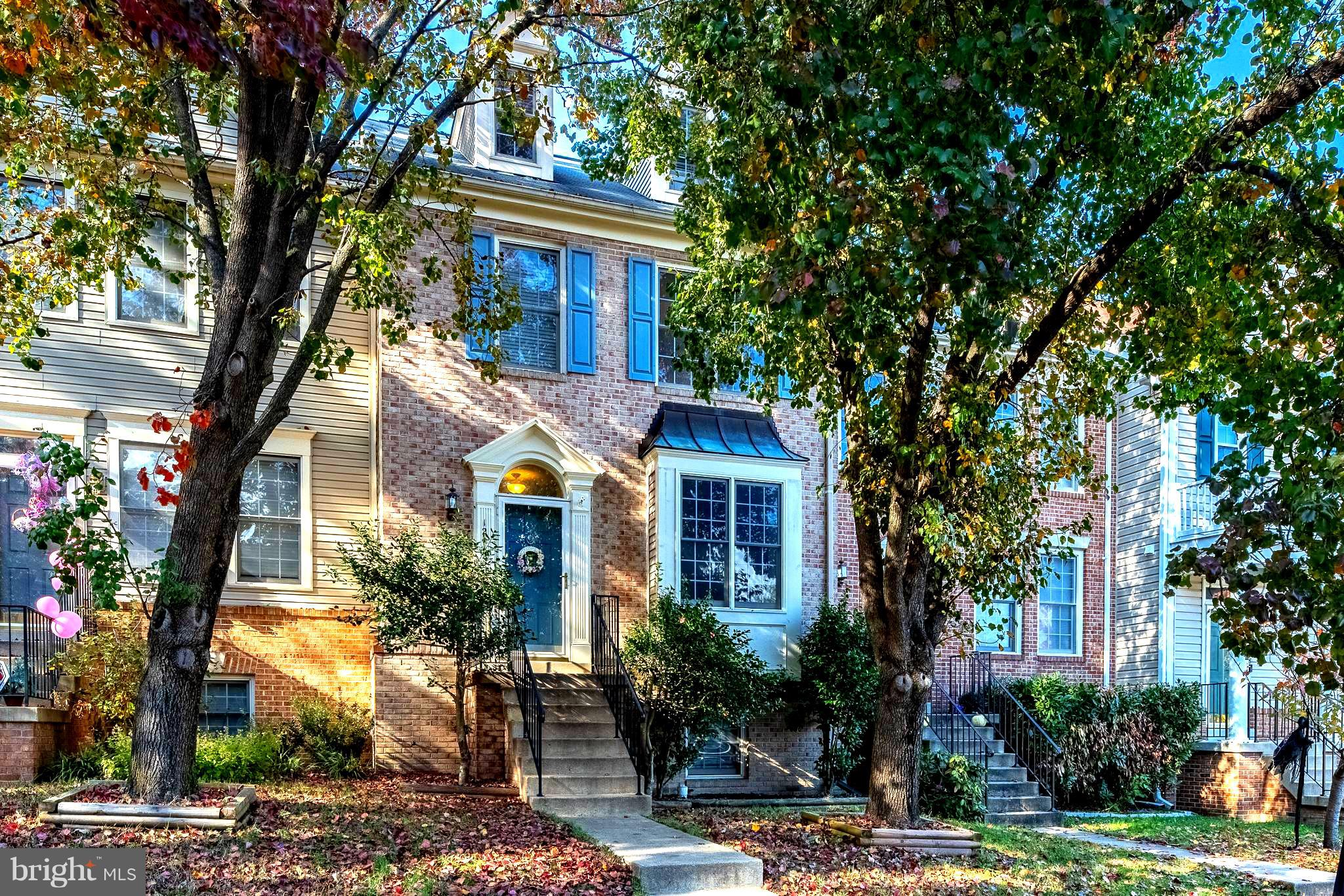 OPEN HOUSES SAT 12/8 & SUN 12/9  2-4PM**** OFFERS REVIEWED AT 5:00 PM ON 12/9.*** AMAZING 4 LEVEL HOME w/ 5 BEDROOMS & 3.5 BATHS* OPEN FLOOR PLAN* MAIN & UPPER LEVEL HARDWOOD FLOORS* EAT-IN KITCHEN w/ GRANITE COUNTERS, NEWER APPLIANCES, SLIDING GLASS DOOR TO LARGE DECK w/ STAIRS TO FENCED BACKYARD* MASTER BEDROOM w/ VAULTED CEILING, LARGE WALK IN CLOSET & EN-SUITE BATH w/ SEP JACUZZI TUB & TILED SHOWER* 4TH FLOOR HAS 4TH SEPARATE BEDROOM/LOFT w/ LARGE CLOSET* LOWER LEVEL w/ 5TH BEDROOM, 3RD FULL BATHRM, REC ROOM, COZY GAS FIREPLACE,  STORAGE ROOM, SLIDING GLASS DOOR TO WALKOUT DECK & FENCED BACKYARD* NEWER HVAC, HOT WATER HEATER, WASHER/DRYER* FANTASTIC COMMUNITY AMENITIES w/ 3 POOLS, TENNIS COURTS, LAKE & TRAILS*