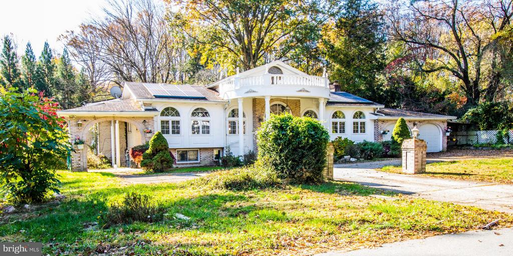 Location! This house has a lot of future potential as an investment property, a new home for yourself, or builder dream! Charred Oak Estate has over 4,000 square feet, ~ an acre of land, 8 bedrooms, 6 bathrooms, near Winston Churchill. Two attached garage spaces, plus a circular driveway. Due to circumstances of family, price reduced to $985,000. Sold AS IS.