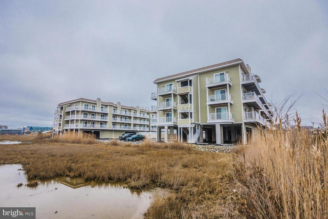 This Bayside condominium is conveniently located just 2 blocks to the beach and walking distance or easy access to shops & restaurants.  Well maintained condo w/new kitchen counter tops and tile backsplash.  Also features newer hvac, kitchen floor, southern exposure balcony, fireplace and more.  Large outdoor pool, elevator and 2 car parking.   Building has recently replaced roof, siding, windows, sliders, elevator, balconies & resurfaced parking lot & pool.  Priced to sell!