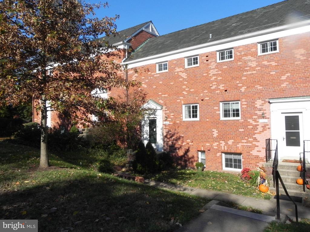 3605 Gunston Rd, Alexandria, VA 22302